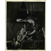 1939 Press Photo These two women are prepared to enjoy comfort of night