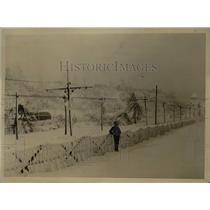 1918 Press Photo Soldiers In The Cold Near Niagara Falls