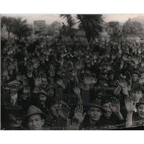 1913 Press Photo Group of People Pose For a Vintage Crowd Portrait