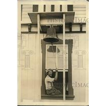1922 Press Photo James A. Watts Rings Bell for President's Gardeners to Work