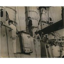 1914 Press Photo Capt Her of Lupice part of crew chroring cruiser stripped