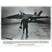 1983 Press Photo Lt. Dan Moore with the fighter bomber at Lemoore Naval