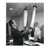 1984 Press Photo Dr Jack Jaffe and Rabbi Michael with a Torah at Hopkins airport