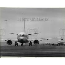 1989 Press Photo The jet liner at the Boston's Logan Airport runway