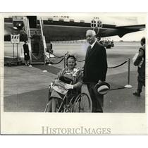 1958 Press Photo Mr. and Mrs. Cyrus Eaton at Idlewild airport