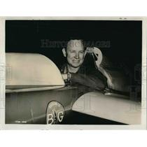 Press Photo Bob Downey, a paint salesman and a flight instructor