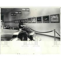 1983 Press Photo Charles Hubbell Aviation Exhibit at the Crawford Museum