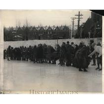 1925 Press Photo Women's Tug-O-War on ice at Quebec