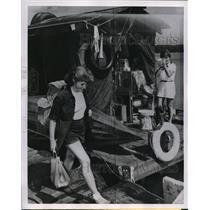 1951 Press Photo Cairo Ill Mary Ellen McCrady & G Garcia & their plane