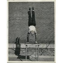 1935 Press Photo James Parker, performs his finger tips hand stand, in his