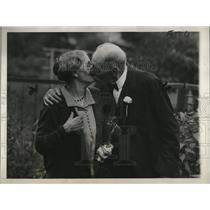 1927 Press Photo James Augus, gets a stolen kiss from Mrs. Elizabeth Taylor