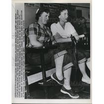 1952 Press Photo Jeri McDaniel and Maxine Allen talking to reporters - ned76763