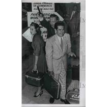 1955 Press Photo Susan Bryan and Andy Lerics Start on Global Race - ned61795