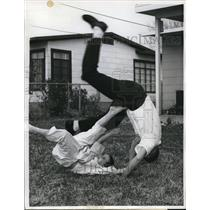 1962 Press Photo Eddie with his father practice judo at their lawn