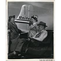 1959 Press Photo Stewardess Eleanor Lyyke and Mr & Mrs Floyd Hallady - ned78834