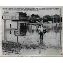 1911 Press Photo Ted Riley as he removes equipment from his flooded gas station