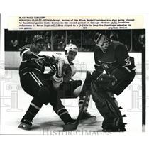 1981 Press Photo Darryl Sutter of Black Hawks watch his shot being stopped
