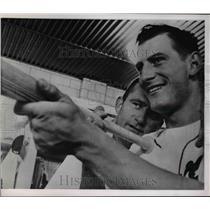 1963 Press Photo Len Gabrielson Lew Burdette Milwaukee Pitcher