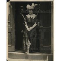 1915 Press Photo Woman