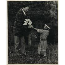 1928 Press Photo Indian flower girl at Glacier Natl Park Mont & a tourist