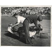 1932 Press Photo Lambrow of Greece placed third in 100 meter race in a stretcher