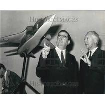 1968 Press Photo Jaguar Joint Production Agreement Signed In London