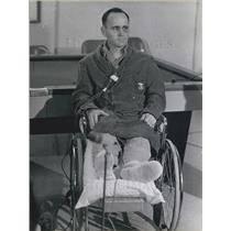 1968 Press Photo Capt. Haug in hospital after B-52 Crash in Thule