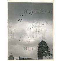 1945 Press Photo San Francisco, Navy plane formation for Navy Day celebration