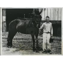 1933 Press Photo of Elmer Jensen, 15 takes care of a 20 acre farm
