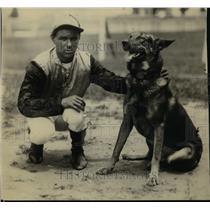 1922 Press Photo Jockey A Sims & Fox the German shepherd at Bryn Mawr stables