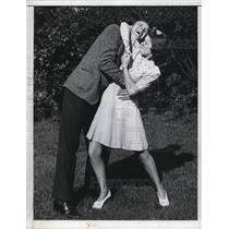 1943 Press Photo A woman defends herself furing a Self defense class.