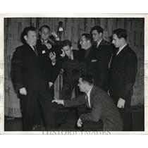 1939 Press Photo NYC Fred Allen & Giants Ox Farrym Frank Cope, Bill Walls