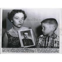 1955 Press Photo Mrs. Phillip Andrews with son Jimmy Showing Picture