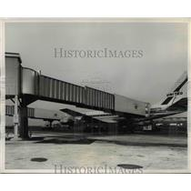 1960 Press Photo United Air Lines new Jetways
