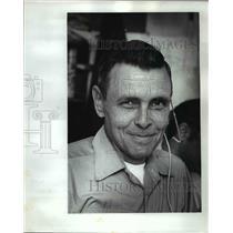1977 Press Photo Le Roy Landaker, Multnomah County Air traffic controller