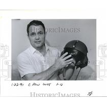 1991 Press Photo O. H. Ashley says a pilot's helmet would protect him - ora04737