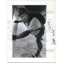 1991 Press Photo Ralph Hatley of Eagle Creek in his 38 years of sky Diving