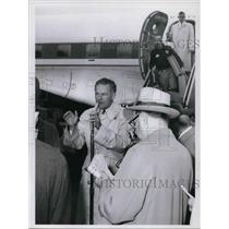 1960 Press Photo Henry Cobot Lodge upon airport arrival