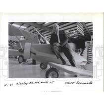 1994 Press Photo John Donnelly with an airmuse 25 - ora17829