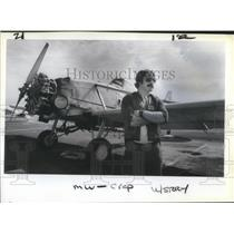 1984 Press Photo Dennis Childers on a drop spraying assignment - ora10061