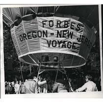 1973 Press Photo Malcolm Forbes, boarding the Oregon _New Jersey Voyage balloon