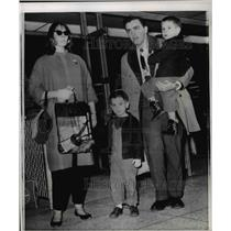 1962 Press Photo Paul Johnson Family, Joanne, Cole Lindsey Idlewood Airport