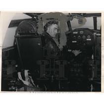 1952 Press Photo Donald Hall, a navy patrol at South Pacific - ora35412