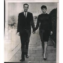 1964 Press Photo Gerry Cunningham American Airman walk with his British Bride