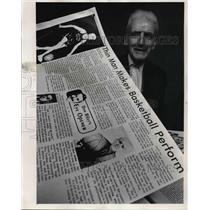 1975 Press Photo Wilfred Hetzel - The show must go on. - ora38415