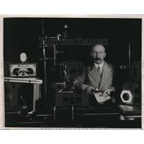 1937 Press Photo Dr. L. Bendickson with the microscope and other apparatus
