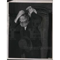 1937 Press Photo The Dejected refugee in the church of Evansville