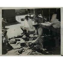 1937 Press Photo The shoe repairman at work in the Asmara native market