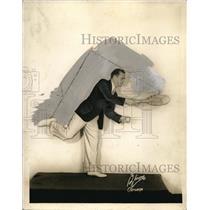 1938 Press Photo Joe Melvin Novelty And Comedy Juggler