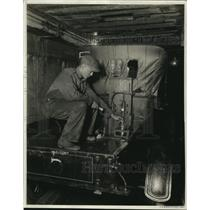 1923 Press Photo Tunnel gases sampled from auto in the mine